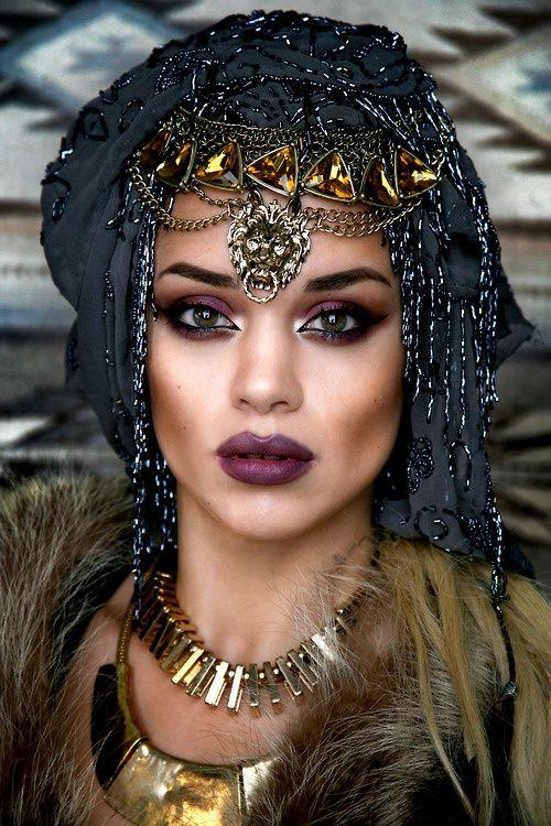 екзотична дамска шапка
