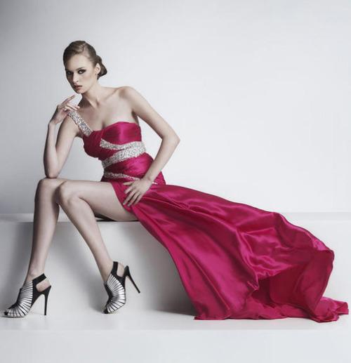 цикламена бална абитуриентска рокля
