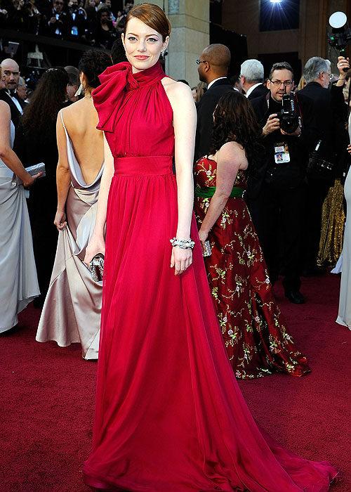 елегантна червена дълга рокля