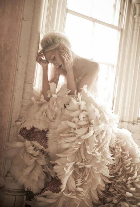 пищна бална рокля