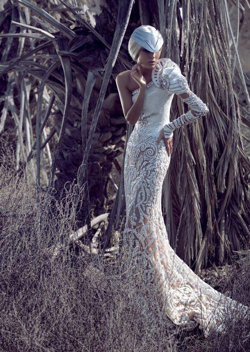 ледената кралица в бяла рокля