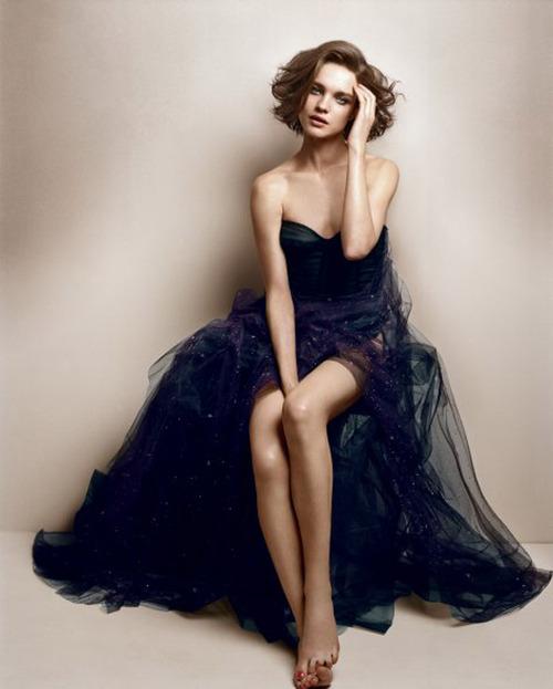 тъмносиня дълга рокля