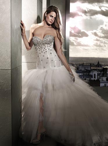 дълга бална рокля с диамантено бюстие
