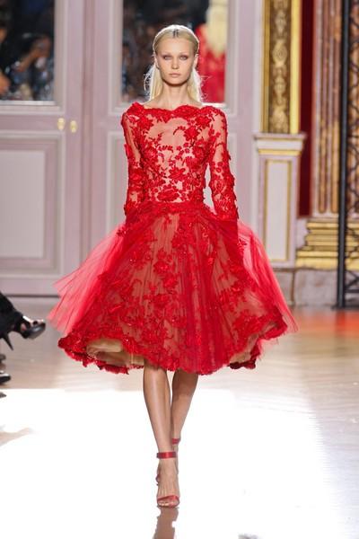 къса червена рокля дантела