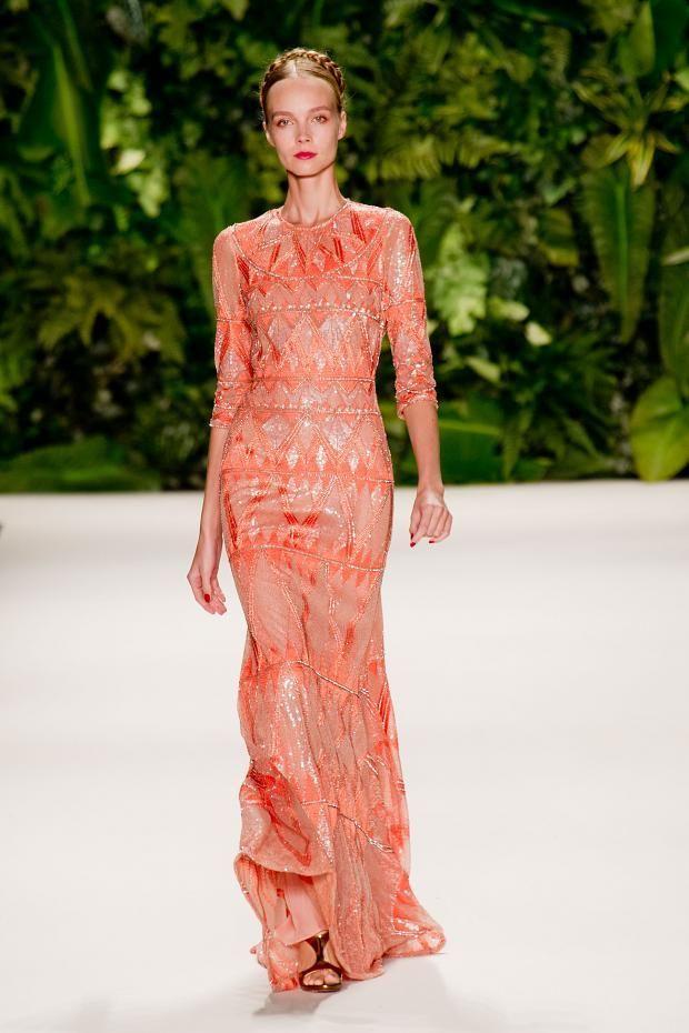дълга коралова рокля
