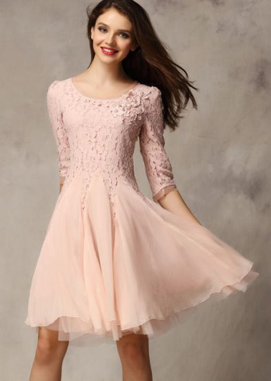 нежна светлорозова рокля