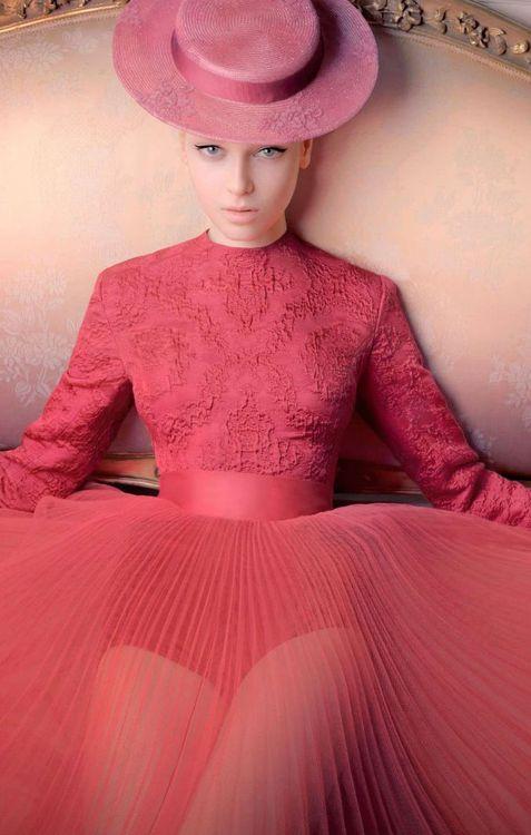 елегантна розова рокля