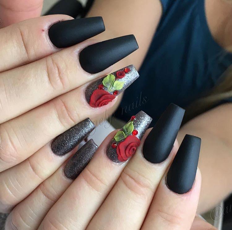 Черен Маникюр с Розички