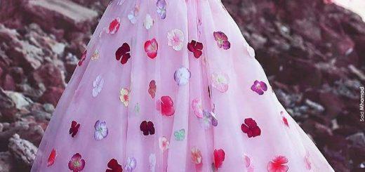 дълга розова бална рокля с 3 D флорални апликации